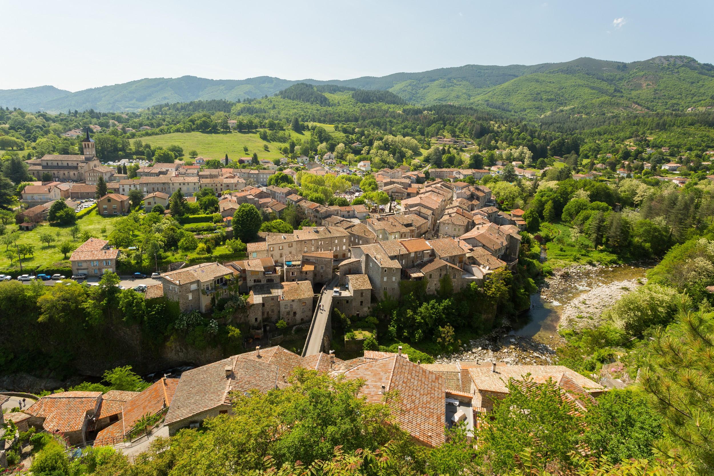 Jaujac - Le village vu du Chastelas ©S.BUGNON