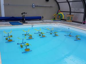 Velo-d'aquabike-à-la-piscine-de-Pont-de-Labeaume